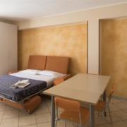 Appartamento con matrimoniale con divano letto